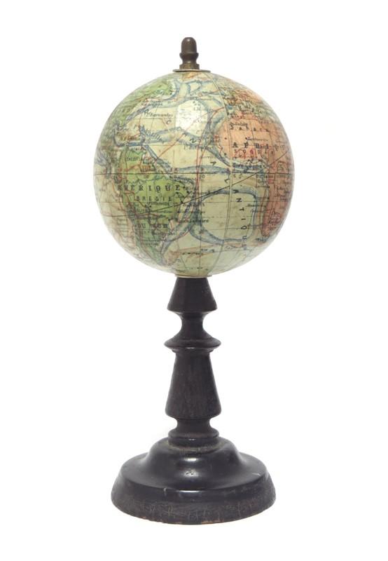 Globe Terrestre 0.001 m. pour 166,666 metr. Dressé par J. Forest. En Vente chez l'Auteur, 17 rue de Buci Paris. Gravé par A. Soldan.