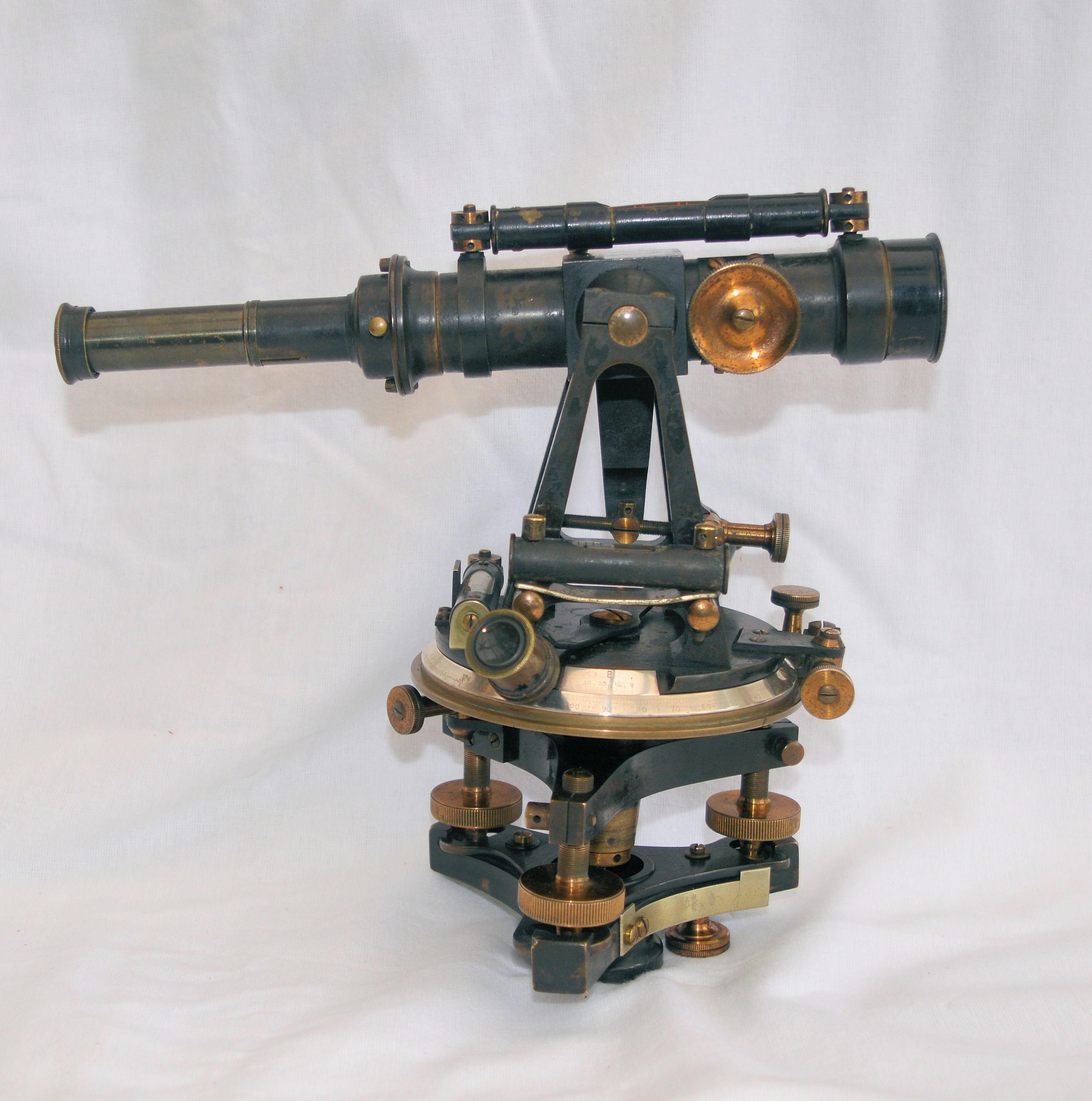 Small theodolite in case – Louis Casella