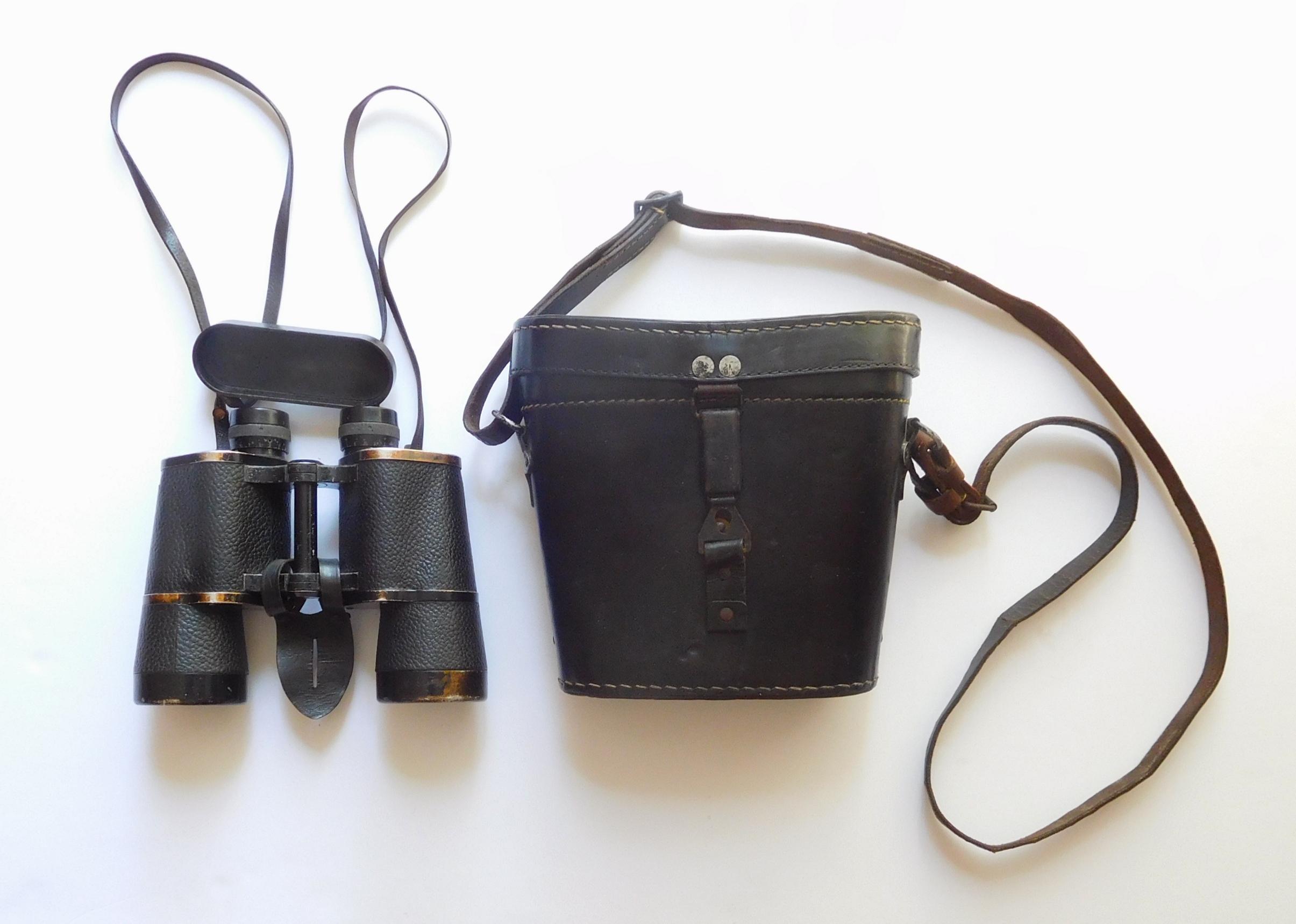 WW2 German Military Dienstglas, Service Binoculars, 10×50 By Ernst Leizt, With it' Original Black Case, In fine condition.