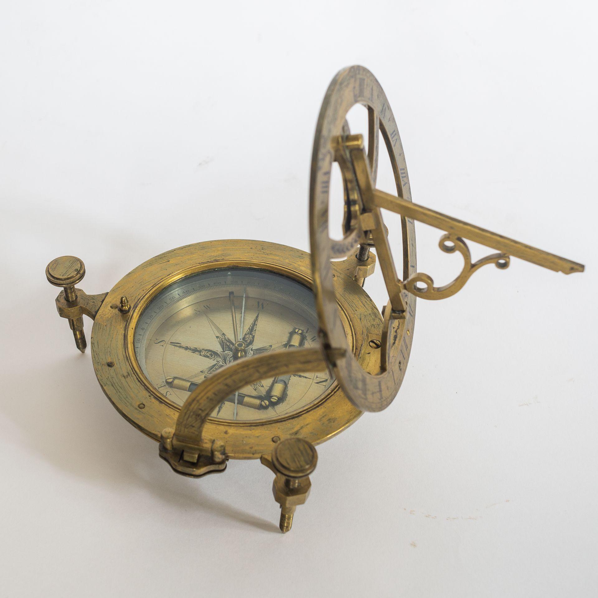 Large Fraser & Sons pocket sundial (18 cm)