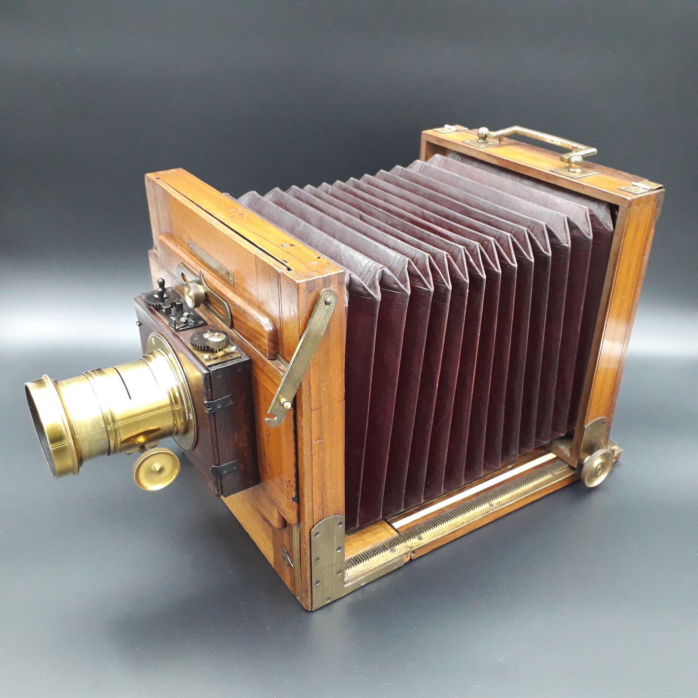 Folding camera 13×18