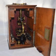 SOLD – Leitz microscope in case