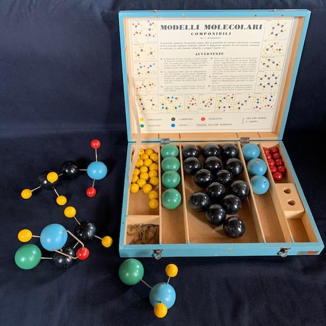 A nice Italian teaching set for the molecular models
